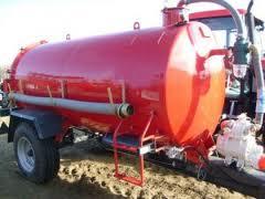 Mezőgazdasági vontatóval történő vegyszer és üzemanyag szállítás